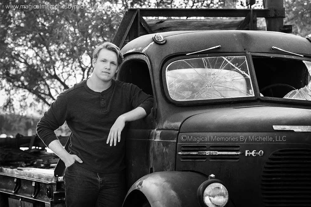 Mesa senior photographer takes senior pictures with old truck.