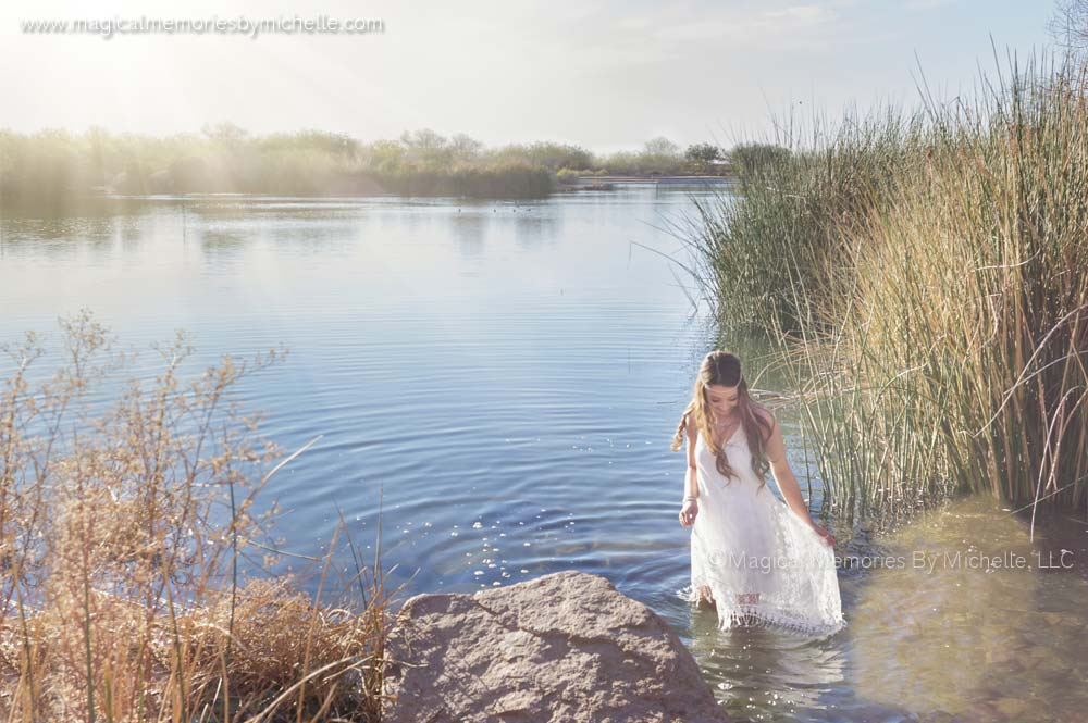 Top photographer in Chandler, AZ offers beautiful outdoor photo shoots by the water.